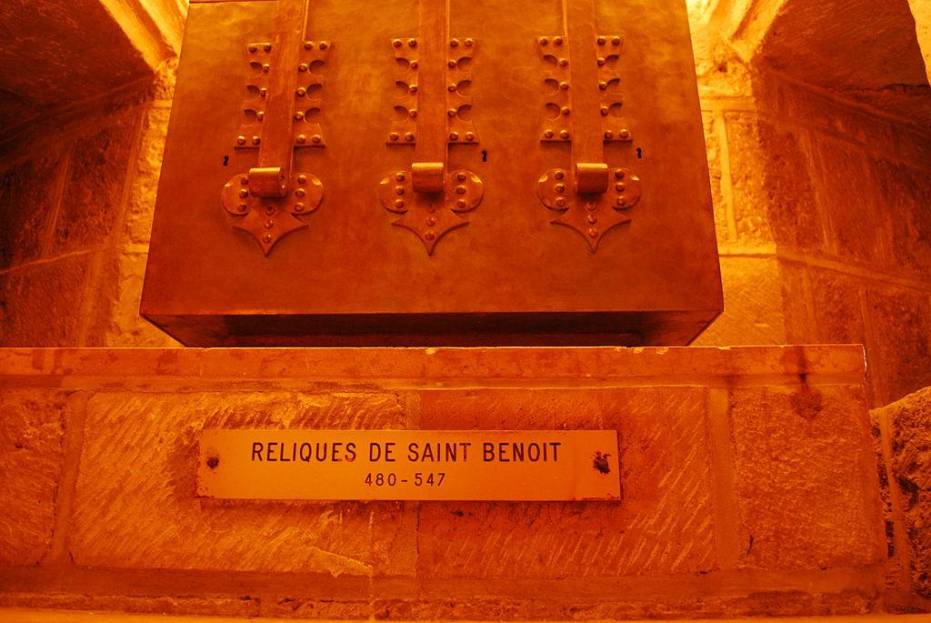 Abbaye Saint Benoit sur Loire - Reliquien.jpg
