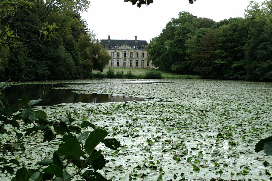 Fr:Abbaye de Blanchelande à fr:Neufmesnil