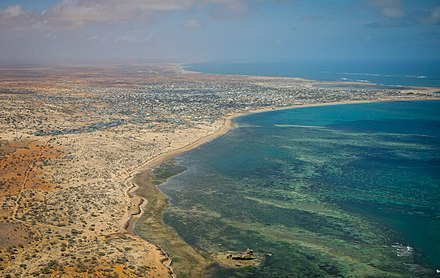 The coast south of Mogadishu Aerial views of Kismayo 06 (8071381265).jpg