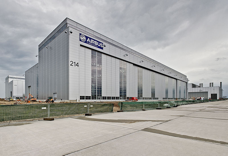 File:Airbus FlightlineHangar in Hamburg-Finkenwerder.jpg