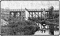 Algemeen Handelsblad vol 102 no 33196 Avondblad De bekisting van de nieuwe betonbrug met op den achtergrond de noodbrug.jpg