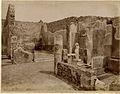 Alinari - Pompei, Casa del Balcone Pensile.jpg