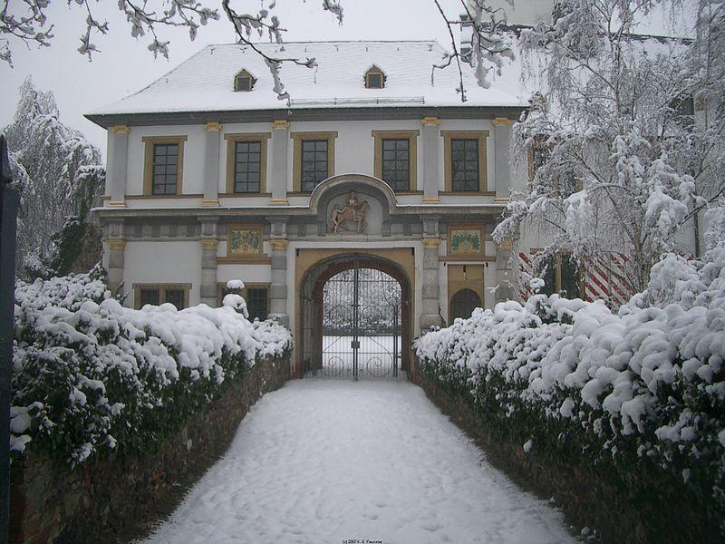 File:Altes Schloss Frankfurt Höchst.jpg