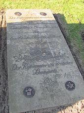 Grabplatte Friedhof Ohlsdorf (Quelle: Wikimedia)