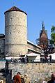 Altstadt-Flohmarkt in Hannover, Blick in Richtung ehemaliger Sommerbrücke der Leineinsel Klein-Venedig auf Beginenturm, Pferdestraße im Frühling und Marktkirche.jpg