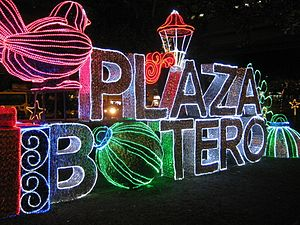 Botero Plaza - The plaza illuminated during the Christmas season (2011)