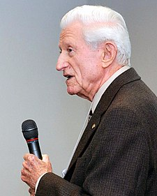 Gene Amdahl addressing a UW–Madison Alumni gathering, March 13, 2008