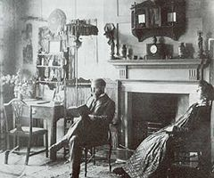 Anna und Hermann Muthesius in ihrem Haus The Priory , Hammersmith, um 1900.jpg
