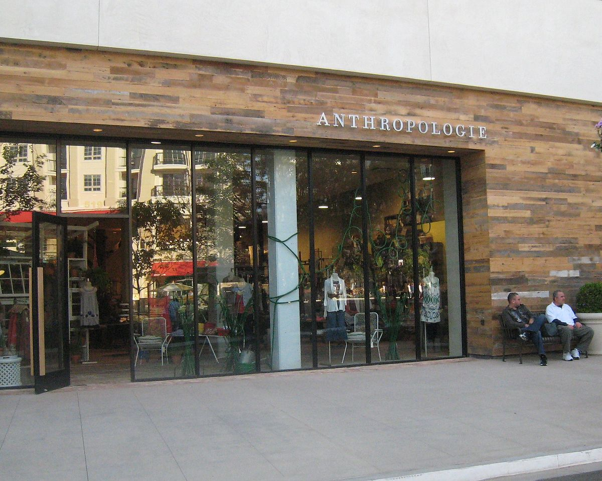 Anthropologie wikipedia for Anthropologie store decoration ideas