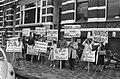 Anti-abortusdemonstratie bij abortuskliniek Oosterpark van dr. Wong in Amsterdam, Bestanddeelnr 927-4133.jpg