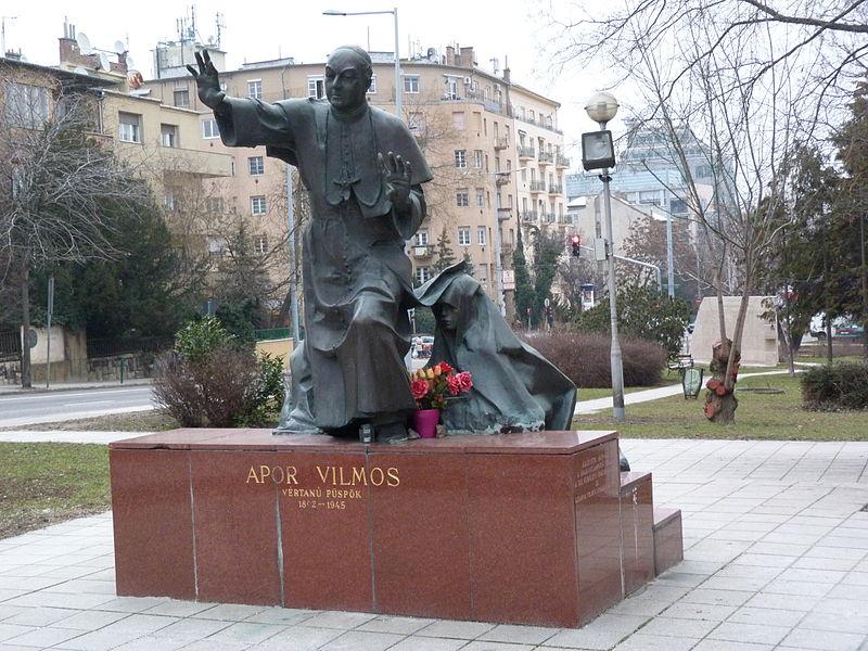 László Marton (1925-2008): Statue av Vilhelm Apor på Apor Vilmos tér i Budapest XII