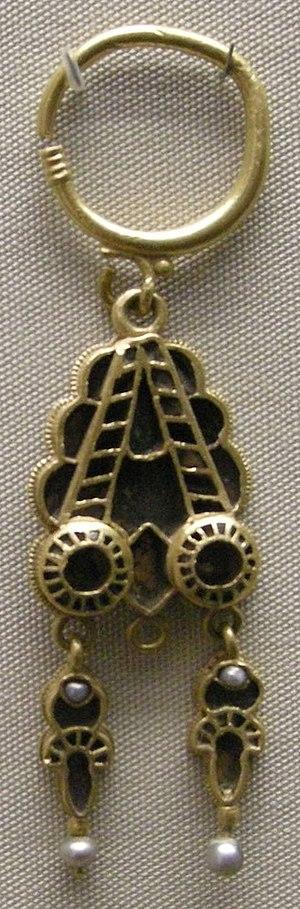 Domagnano Treasure - Image: Arte ostrogota, orecchino, da domagnano, san marino, 500 ca