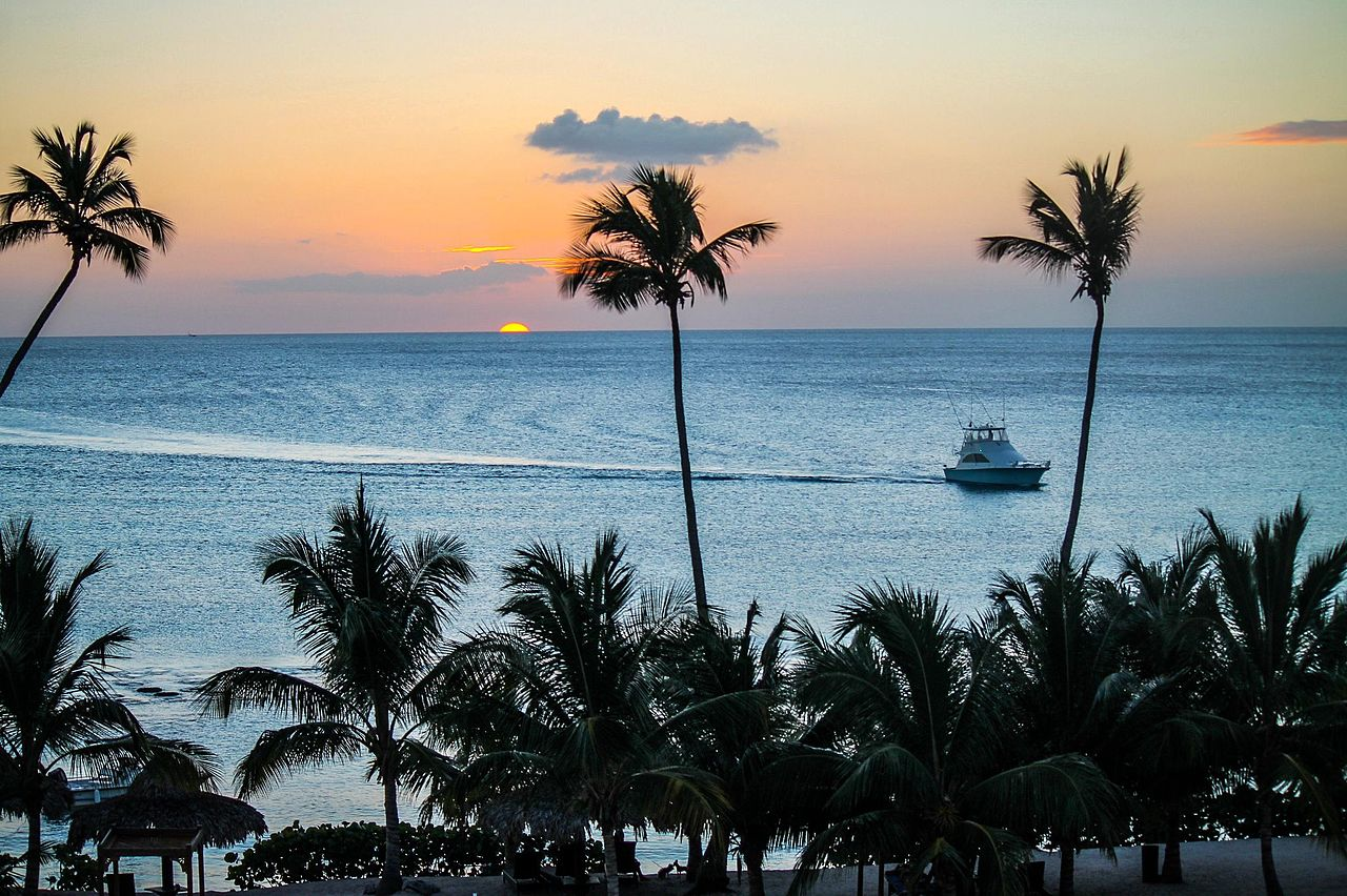Atardecer en la playa de Bayahibe próximo a la entrada del Parque Nacional del Este, República Dominicana.