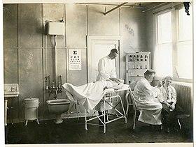 Приемный кабинет хирурга;  экзаменационный зал, Вашингтон, округ Колумбия Первая мировая война (1910-е) .jpg