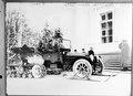 Automobil mit Schneeraupe und vorne Skiern - CH-BAR - 3241597.tif
