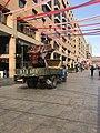 Avenue du Nord (Erevan) - décorations du 2800e anniversaire - installation.JPG