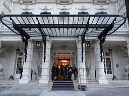Awning of the Shangri-La hotel in Paris, 23 January 2014