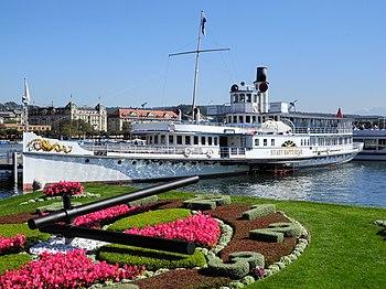 Bürkliplatz - Dampfschiff Stadt Rapperswil - Blumenuhr 2012-09-21 14-58-06 (P7000).JPG