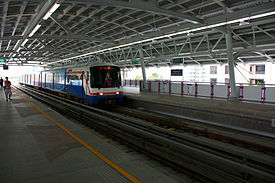BTSKrungThonBuriStationA.jpg