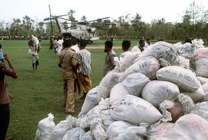 1991 Bangladesh cyclone - Bangladeshis unloading international aid from a US helicopter