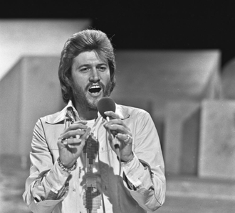Barry Gibb - Gibb performing on Dutch television programme TopPop in 1973