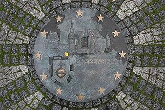 Bassenheim, Adenauer-Schuman-Gedenkzeichen, Plakette (2019-11-21 Sp).JPG