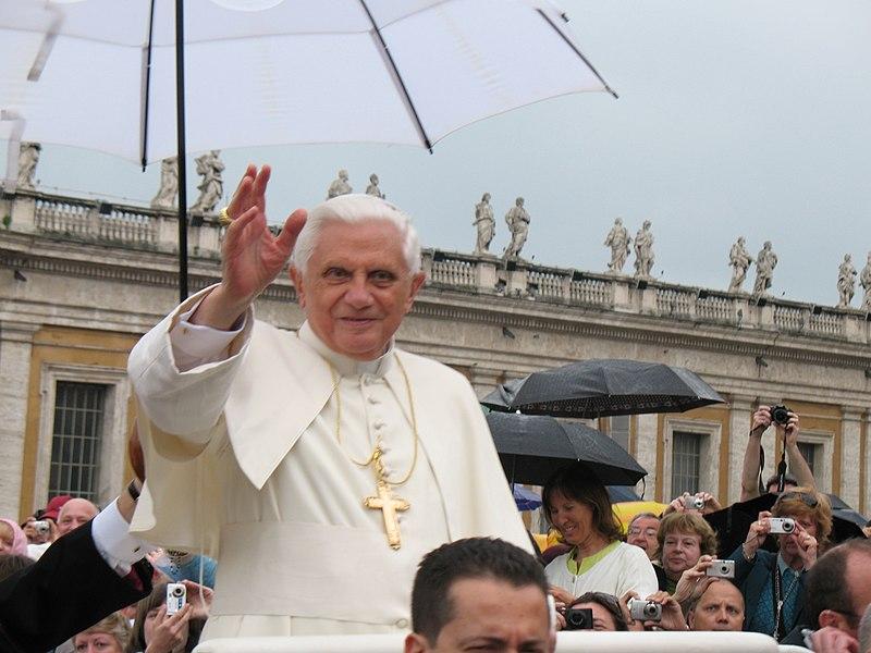 Pope Benedict XVI during general audition, 5/2/07