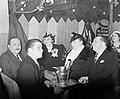 Bezoekers van de dansgelegenheid en nachtclub Balajo in de Rue de Lappe met wit, Bestanddeelnr 190-0802.jpg
