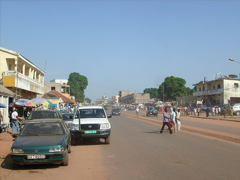 Talaksan:Bissau main road to airport.jpg