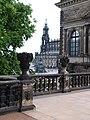 Blick vom Zwinger zur Hofkirche - panoramio.jpg