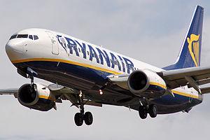 Boeing 737-8AS Ryanair EI-DHN.jpg