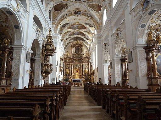 Basilika Frauenkirche, Innenraum, Blick zum Chor. Boldogasszony