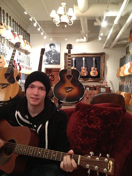 File:Brendan Kelly Chicago Guitars.JPG