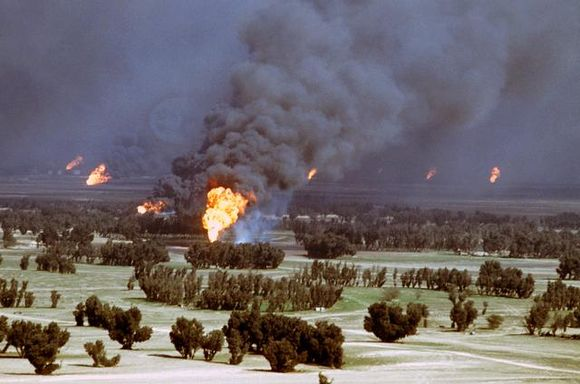 Kuwaiti oil fires set alight by retreating Iraqi forces in 1991 BrennendeOelquellenKuwait1991.jpg