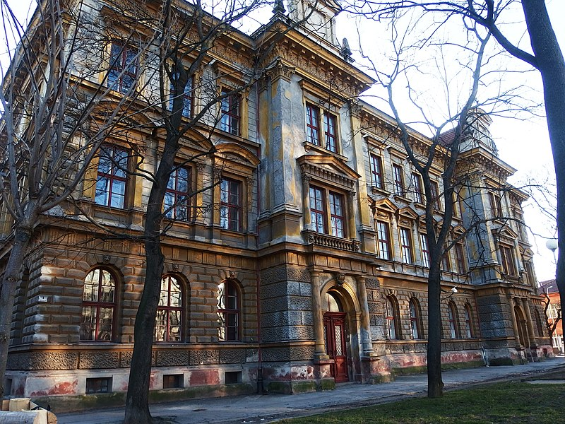 Bývalá měšťanská škola na ulici Čechyňská, Šujanovo náměstí, Brno