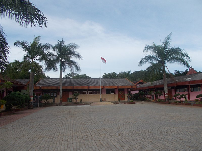 File:Building and yard SMPN1 Pule - panoramio (3).jpg