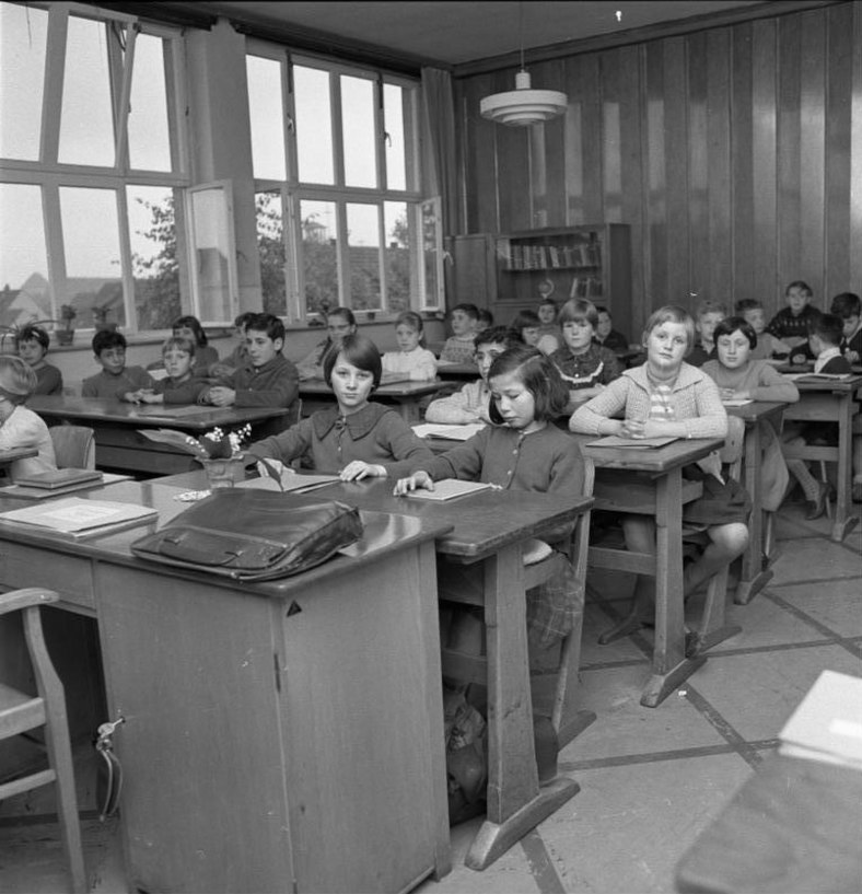 Bundesarchiv B 145 Bild-F013072-0003, Walsum, Gastarbeiterkinder in der Schule