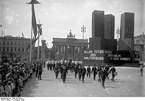 Bundesarchiv Bild 102-08211, Verfassungsfeier, Marine-Abteilung des Reichsbanners.jpg