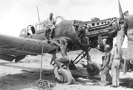 Junkers Jumo 211 inverted V12 powerplant on an aircraft undergoing repair (North Africa, 1941) Bundesarchiv Bild 146-1981-064-16A, Nordafrika, Demontage einer Junkers Ju 87.jpg