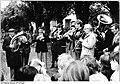 Bundesarchiv Bild 183-1986-0608-009, Banzkow, Konzert zur Wahl.jpg