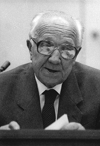 Horst Sindermann - Image: Bundesarchiv Bild 183 1989 0901 042, Berlin, außerordentliche Volkskammertagung