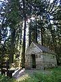 Burgkapelle mit weißem Brunnen - panoramio.jpg