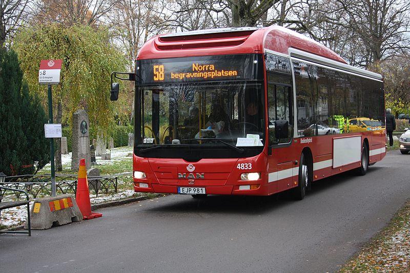 File:Buss på Norra Begravningsplatsen.jpg
