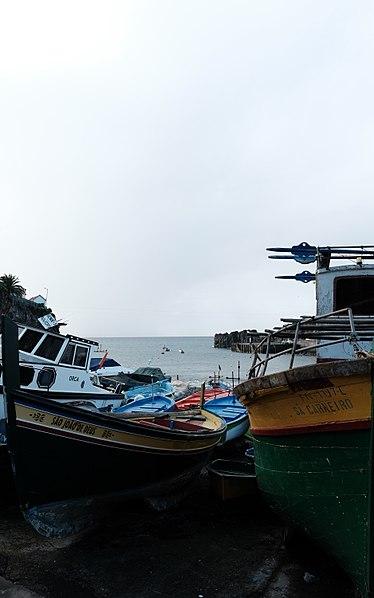 File:Câmara De Lobos Madeira (32241378423).jpg