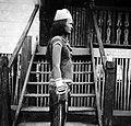 COLLECTIE TROPENMUSEUM Een Kenyameisje in feestkleding Borneo TMnr 10002773.jpg