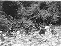 COLLECTIE TROPENMUSEUM Een militaire patrouille die deelneemt aan de Atjeh Oorlog eet tijdens een rustpauze TMnr 60009091.jpg
