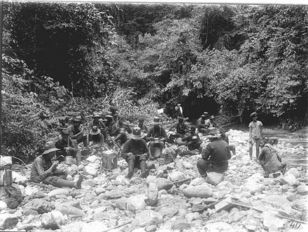 A Dutch military patrol on break during the Aceh War, photo by H.M. Neeb COLLECTIE TROPENMUSEUM Een militaire patrouille die deelneemt aan de Atjeh Oorlog eet tijdens een rustpauze TMnr 60009091.jpg