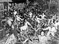 COLLECTIE TROPENMUSEUM Vrouwen van de spinafdeling in Jakarta spinnen enigszins voorbewerkte wol om spinnenwielen ter verbetering van de export en deviezenpositie van Indonesië TMnr 10001436.jpg