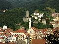 Campo Ligure - Campanile Natività di Maria Vergine e castello spinola.JPG