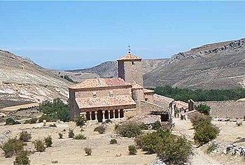Vista general de Caracena. En primer plano, San Pedro
